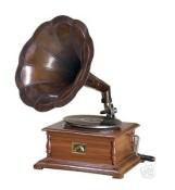 vintage,gramophone,music,phonograph-a8fb526379443f836cf07f827dccef75_h