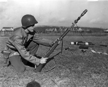 M1_Garand_rifgren-shooting_line
