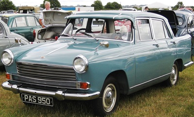 1280px-Morris_Oxford_Series_V_as_in_early_Pinifarina_1489cc_mfd_1959
